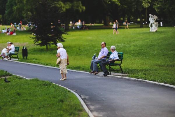 camminare anziano