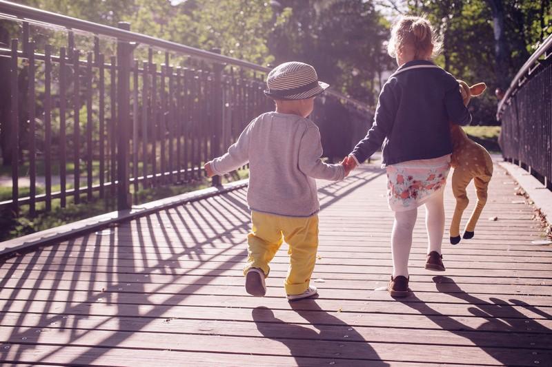 bambini camminare